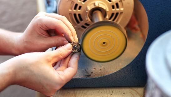 7 choses que vous ne saviez pas sur les bijoux faits à la main