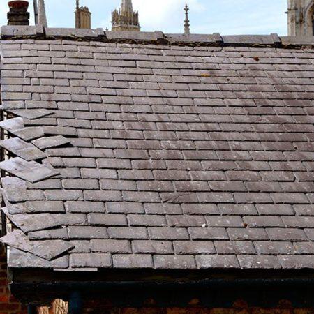 Pourquoi les toits en ardoise échouent prématurément