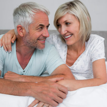8 conseils que chaque femme doit savoir sur les hommes de plus de 50 ans